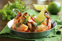 Fried shrimp with Aioli sauce.