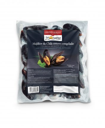 Whole cooked chilean mussels
